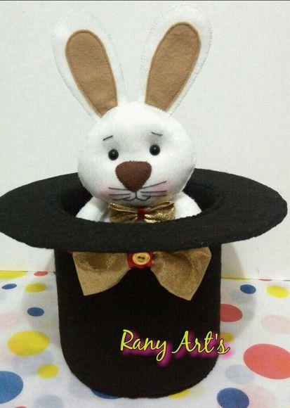coelho e cartola de mágico em feltro