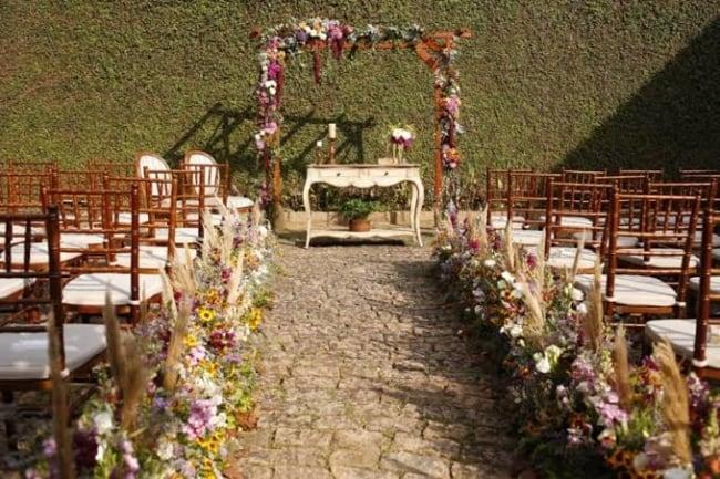 cerimônia de casamento no jardim de casa