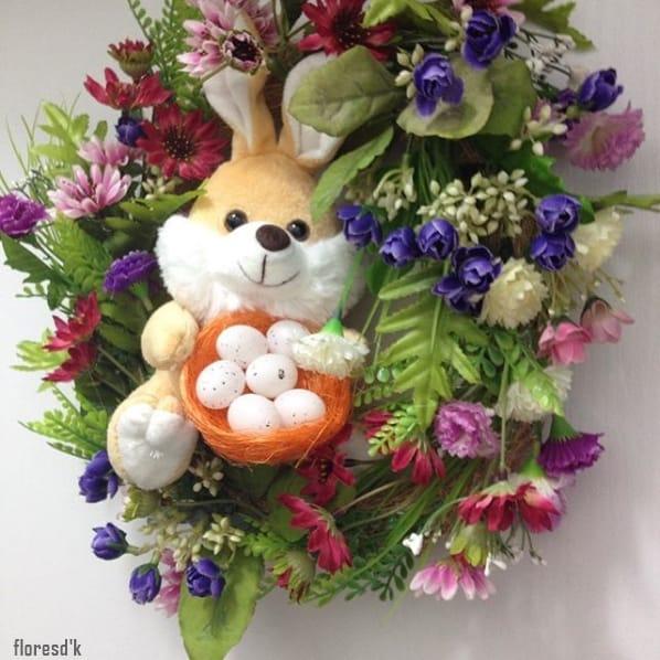 arranjo de flores artificiais para porta