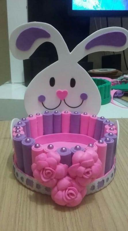 cesta em EVA decorada com coelho