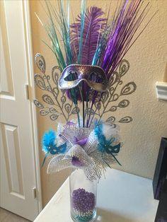 Arranjo com máscara para decoração de Carnaval