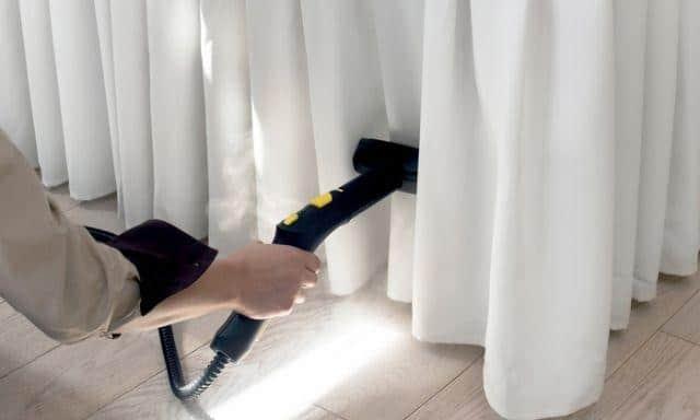 Aspirar ou lavar cortinas da casa