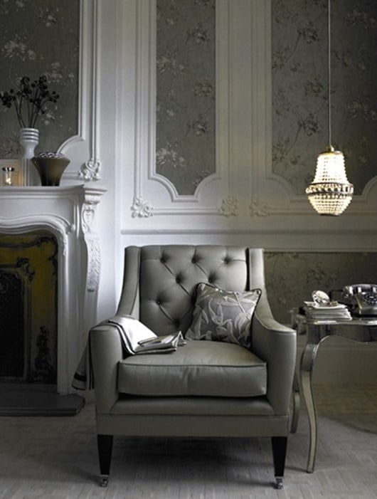 Boiserie com papel de parede elegante