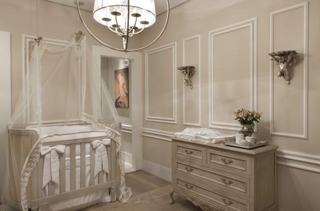 Boiserie para quarto de bebê classico