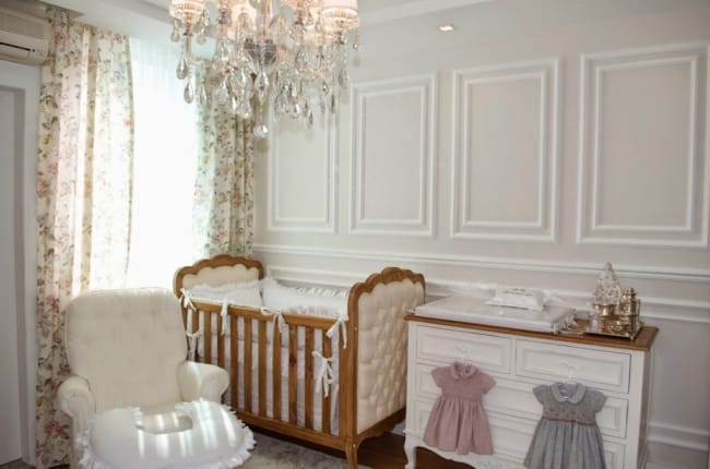 Boiserie para quarto de bebê grande