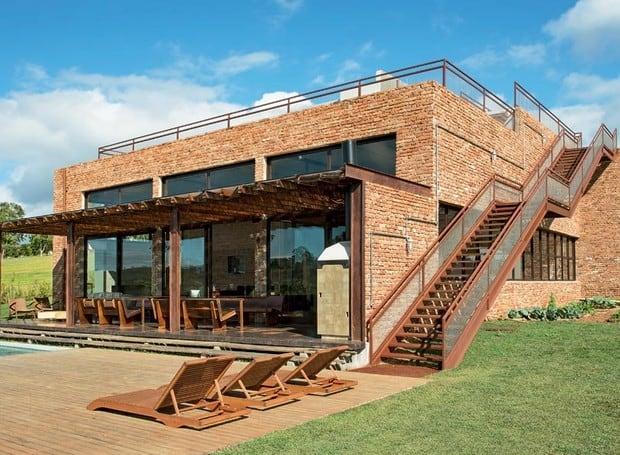 Casa moderna com tijolos aparentes