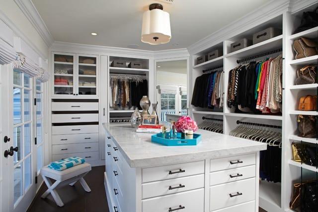 Casais normalmente precisam de um closet grande