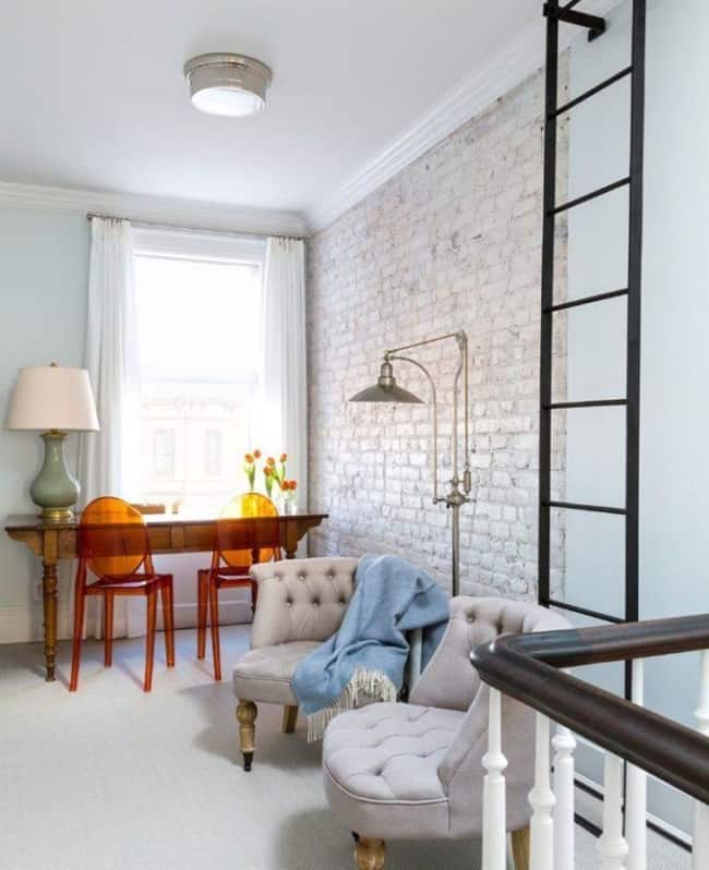 Casas de tijolo à vista pintadas branco