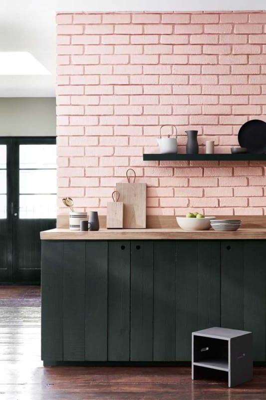 Casas de tijolo à vista pintadas rosa
