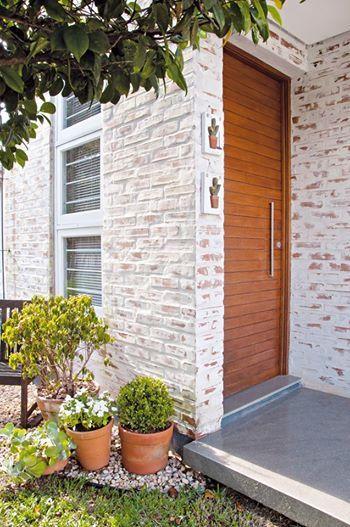 Casas de tijolo à vista pintadas