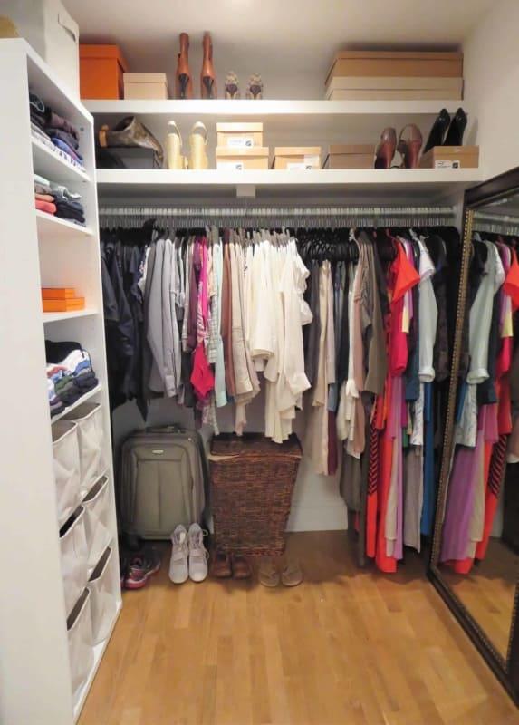 Closet aberto para cômodo pequeno