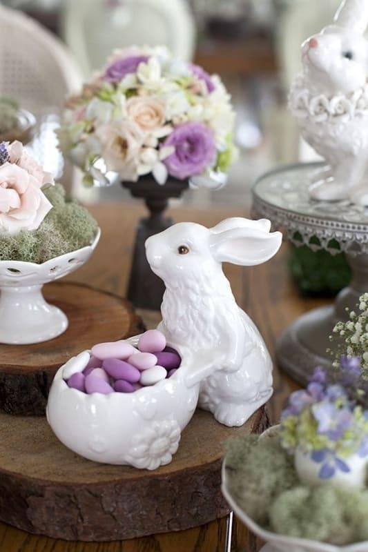 Coelho de porcelana branco
