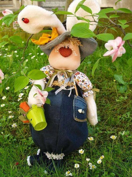 Coelho de tecido para por no jardim