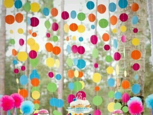 Cortina de bolinhas coloridas de papel crepom para decoração de Carnaval 46