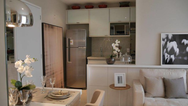 Cozinha americana planejada para casa pequena com sala de estar