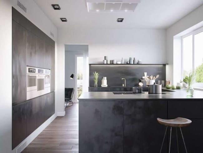 Cozinha moderna com estilo industrial e janela para iluminar o ambiente
