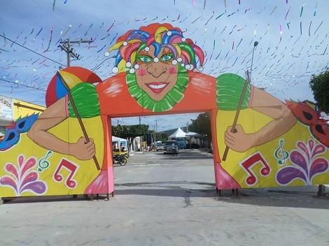 Decoração de Carnaval de rua com portal personalizado41