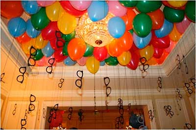 Decoração de Carnaval em casa com balões no teto8