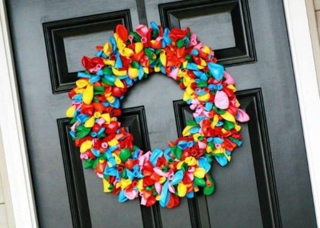 Decoração de Carnaval em casa com guirlanda de bexígas5