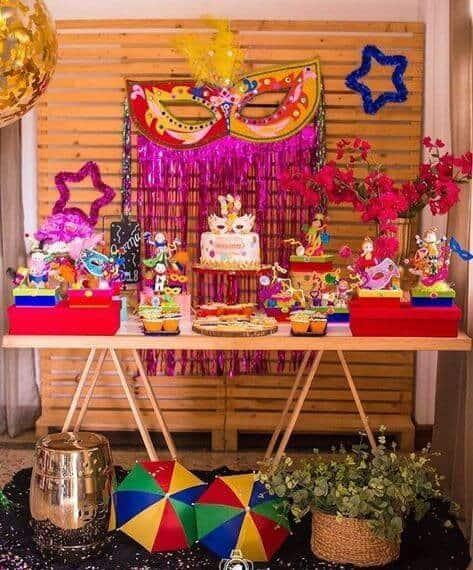 Decoração de Carnaval para aniversário com painel de palet20