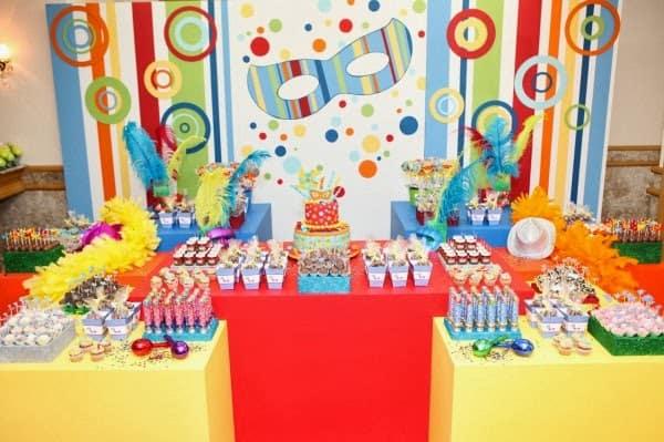Decoração de Carnaval para aniversário com painel26