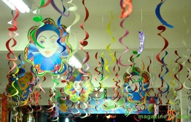 Decoração de Carnaval para teto de escola33