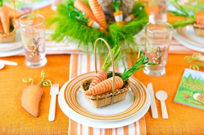 Decoração de mesa de Páscoa com cenouras