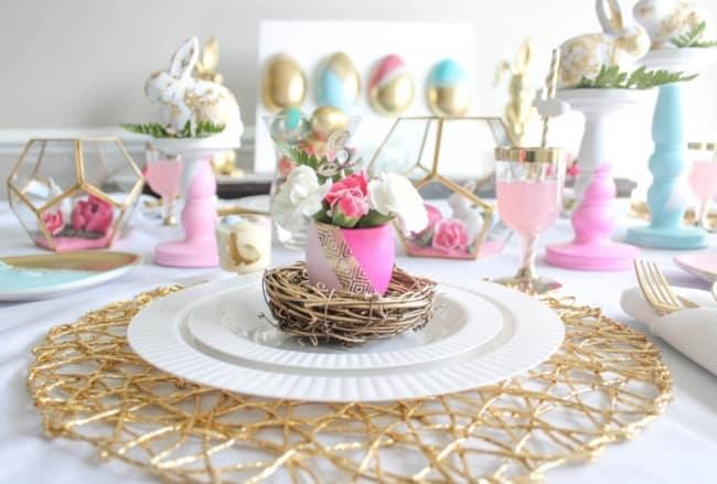 Decoração de mesa em cores pasteis para páscoa