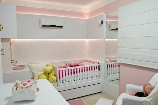 Decoração rosa e branca para quarto de bebê