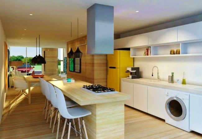 Dica de cozinha otimizada com ilha em bancada amadeirada