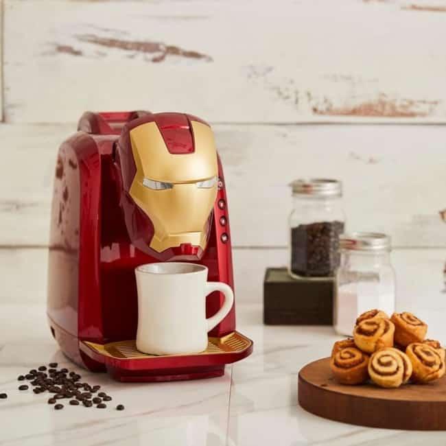 Dica para decorar o cantinho do café com cafeteira nerd