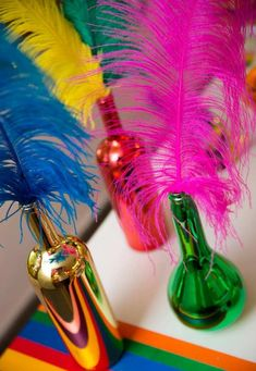 Garrafa de vidro decorada para Carnaval