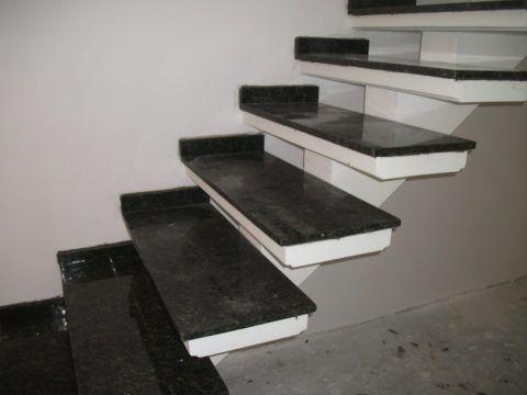 Granito Verde Ubatuba em escada planejada