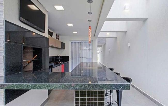 Granito Verde Ubatuba na bancada da cozinha