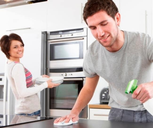 Limpar superfícies e guarda louça na cozinha