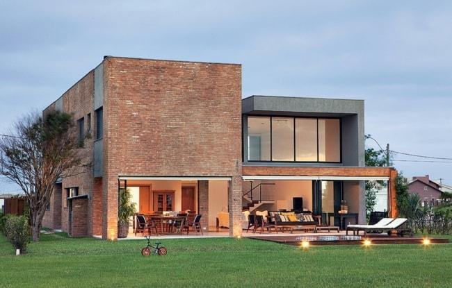 Linda casa moderna com tijolos a vista