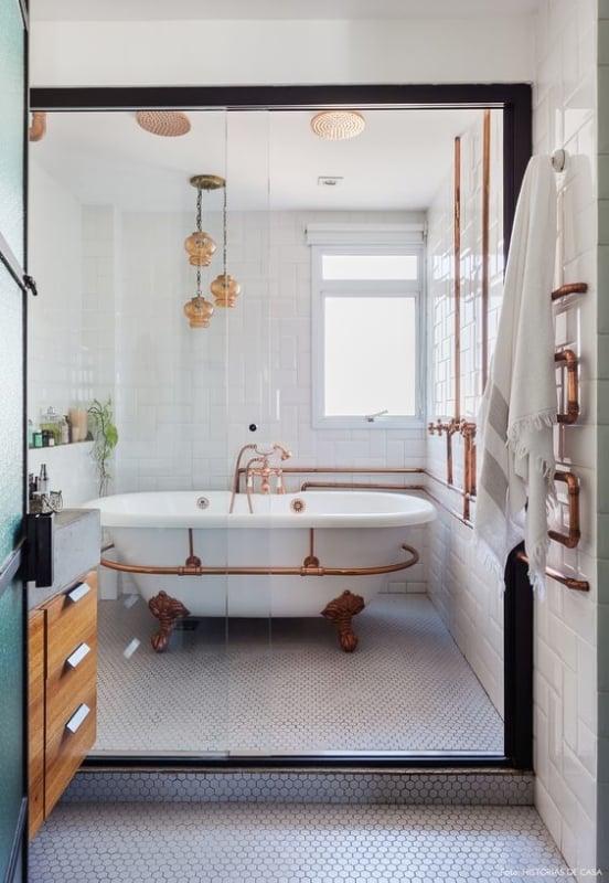 Lindo banheiro com Tubulação aparente