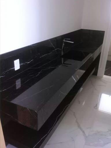 Mármore Preto para banheiro grande