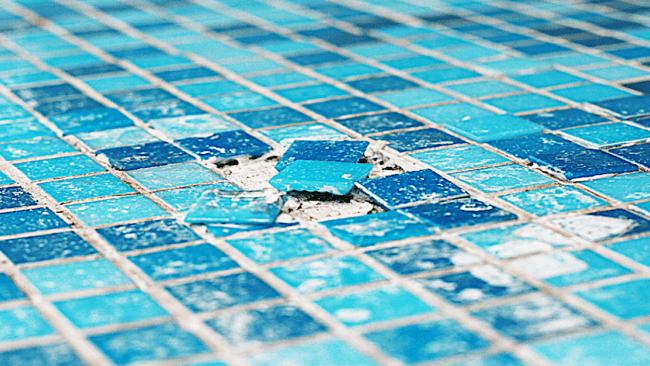 Manutenção da piscina com pastilhas
