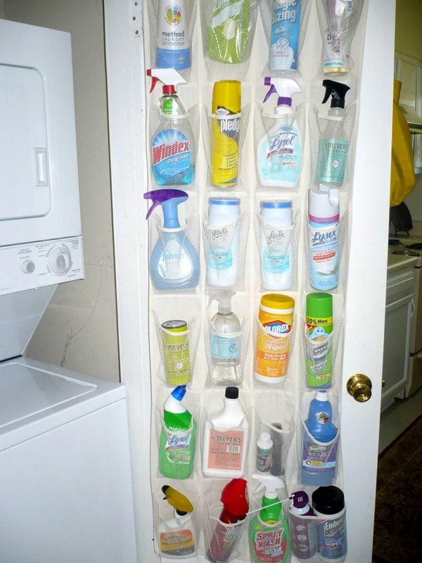 Materiais simples para arrumar os produtos de limpeza