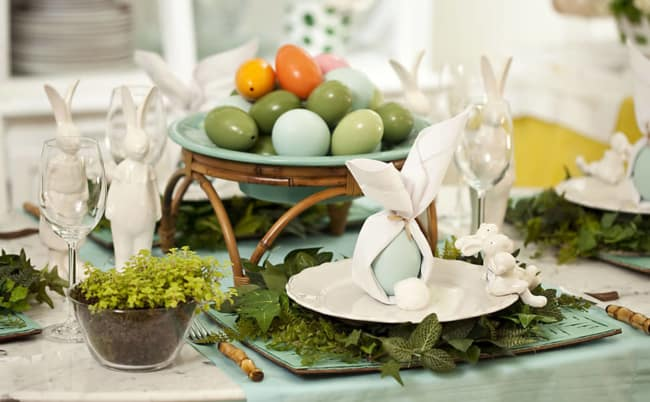 Mesa de páscoa com ovos