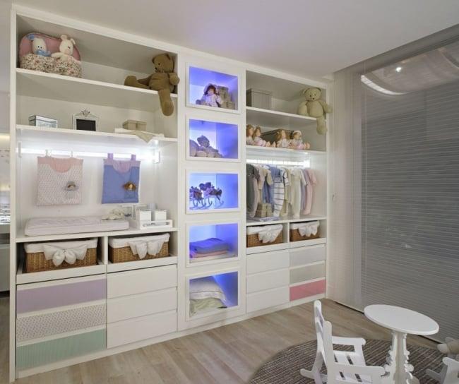 Modelo de guarda roupa planejado para quarto de bebê