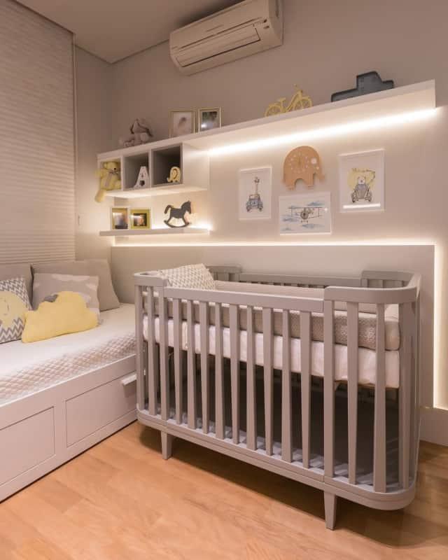 Modelo de quarto pequeno de bebê unissex
