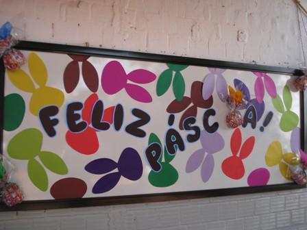 Painel de Páscoa para escola com letras de EVA12
