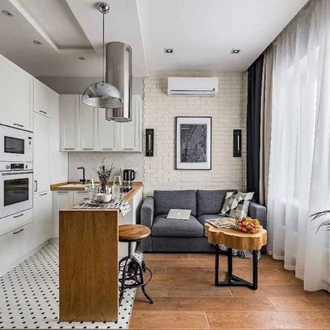 Panorama de sala junto a cozinha americana branca