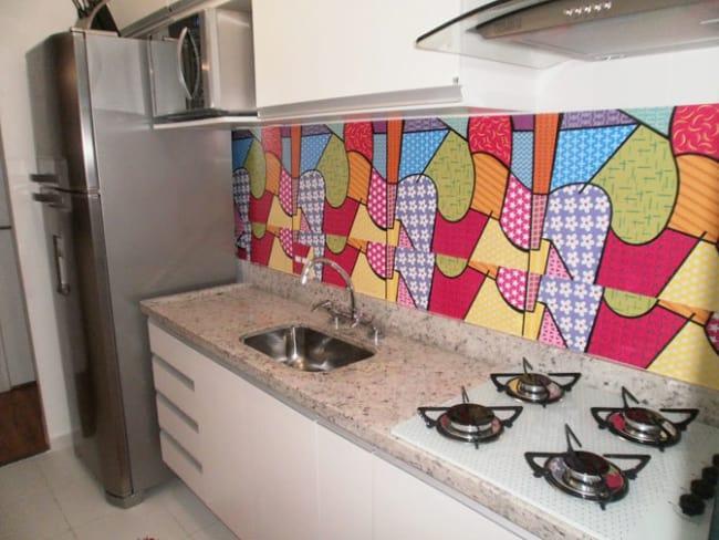 Papel contact na parede da cozinha