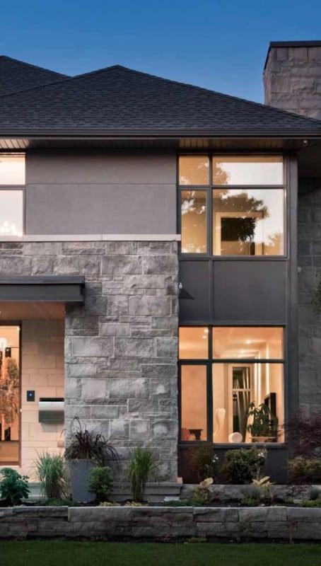 Pedra mineira dá acabamento rústico à fachada