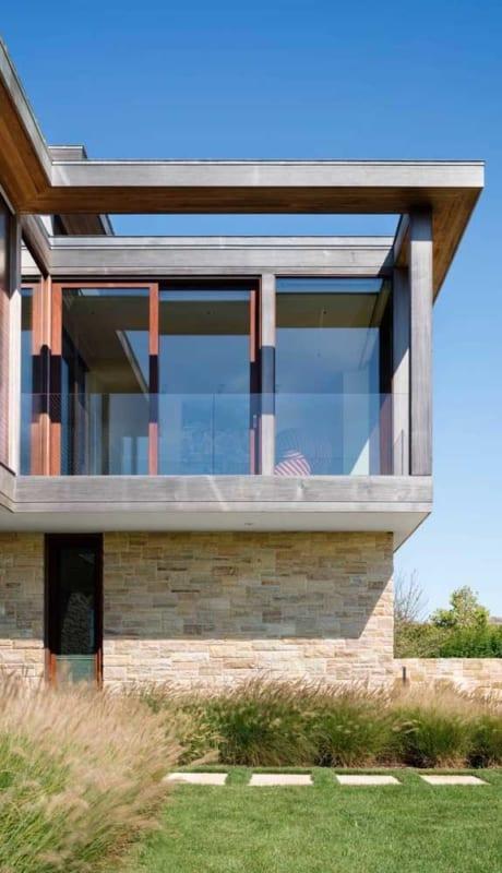 Projeto moderno com pedras mineiras