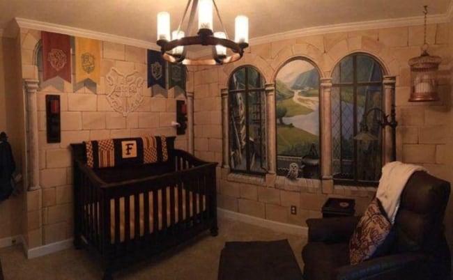 Quarto de bebê geek com decoração do Harry Potter