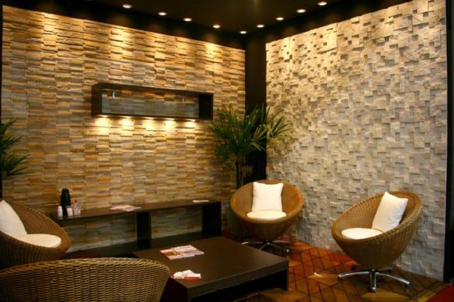 Sala decorada com pedra mineira na parede